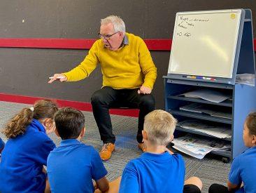 Murray leading a workshop with Year 1-2 students at Raureka School, Hastings.